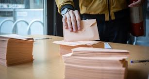 Sobres en una mesa electoral durante este 10N.