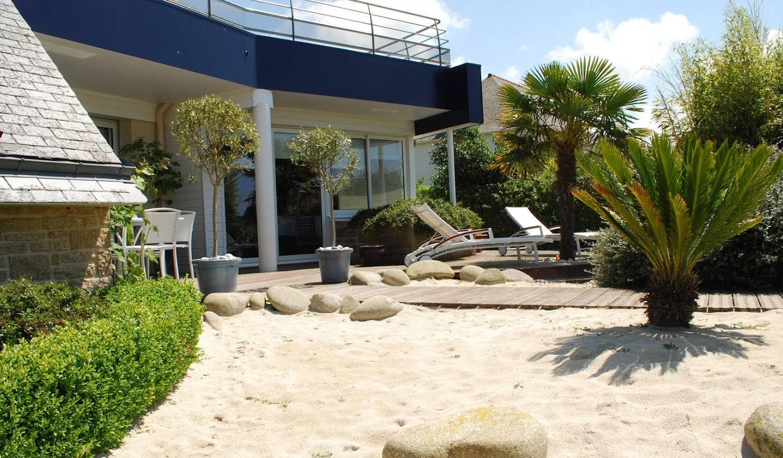 Villa en bord de mer avec jardin Sibiril