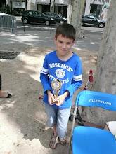 Photo: Simon et sa récompense des Meilleurs Sportifs du 6ème