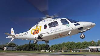 Helicóptero del 061 que tuvo que rescatar al parapentista.