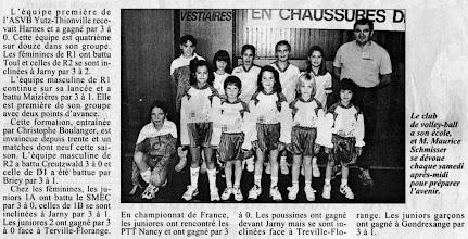 Photo: 12-12-96 Maurice Schmisser anime l'école de volley