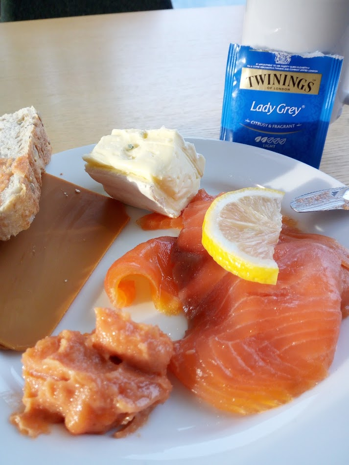 Yep, I had salmon for breakfast, almost daily(!) Also note the Lady Grey tea (instead of the usual Earl) – #feminism?