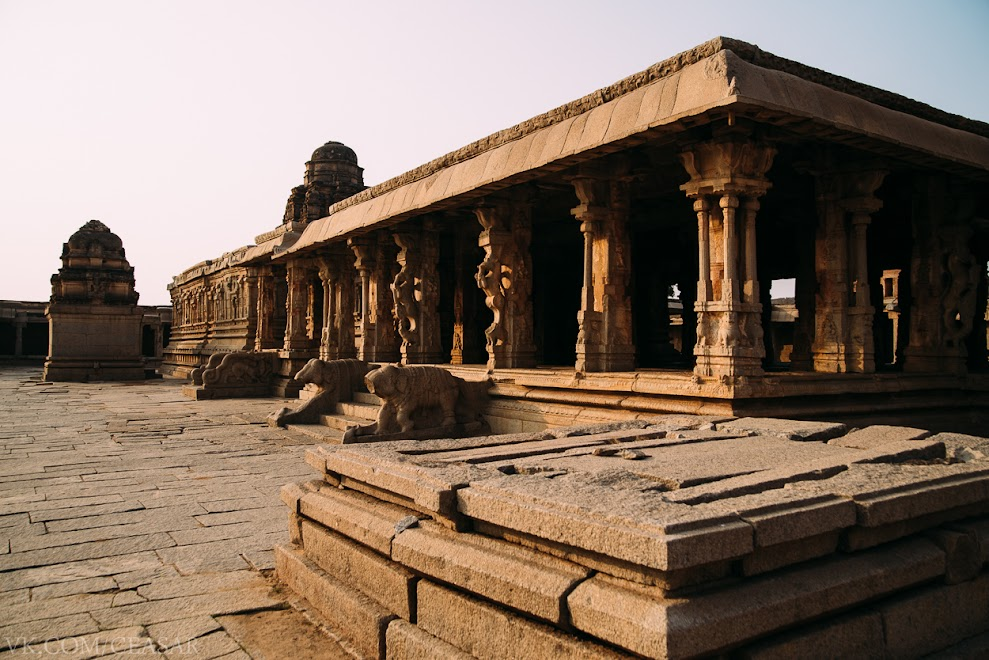 Внутренний двор храма Кришны.