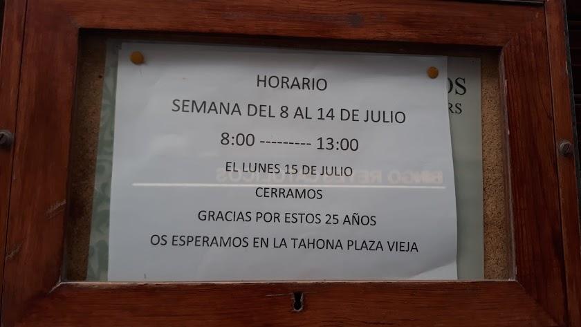 Cartel que anuncia el cierre de La Tahona.