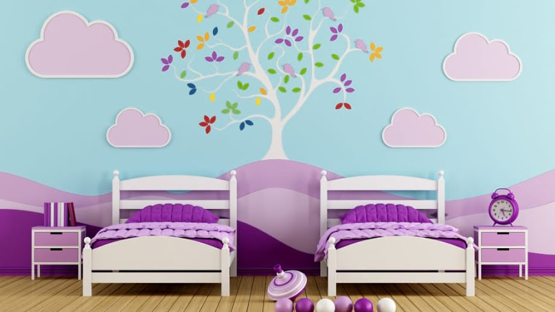 Pokój dziewczynek z kolorową tablicówką