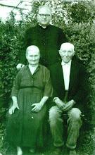 Photo: Kele Pál atya Ibafa-i plébános a szüleivel 1963