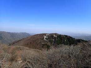 裏登山道入口から国見岳を望む