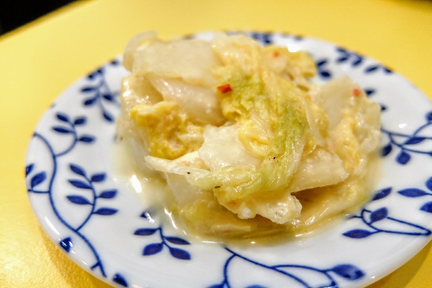 泡菜,頗像黃金泡菜的味道,帶著點辣味