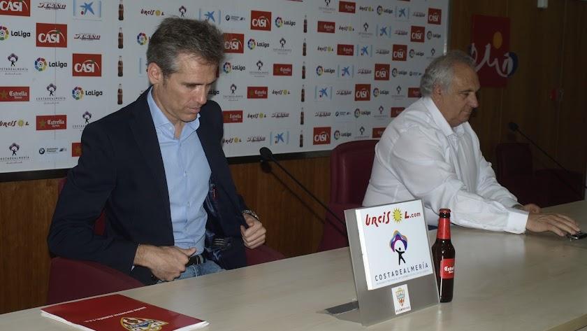 Miguel Corona y Alfonso García en rueda de prensa.