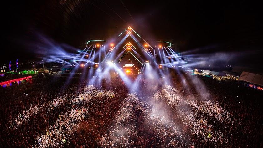 El Dreambeach atrae a miles de amantes de la música.