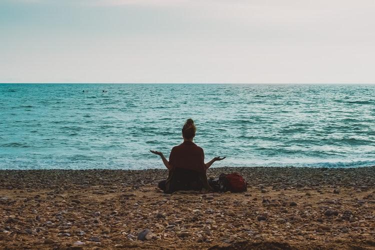 La meditación no sólo tiene beneficios para poder dormir, sino también otros para la salud.