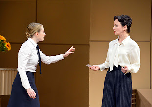 Photo: DAS KONZERT von Herrmann Bahr. Wiener Akademietheater - Premiere 7.2.2015. Inszenierung: Felix Prader. Alina Fritsch, Regina Fritsch. Copyright: Barbara Zeininger