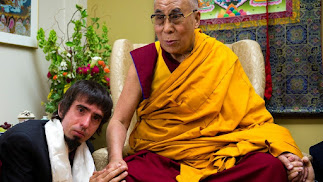 Osel, ya adulto,  junto al Dalai Lama.