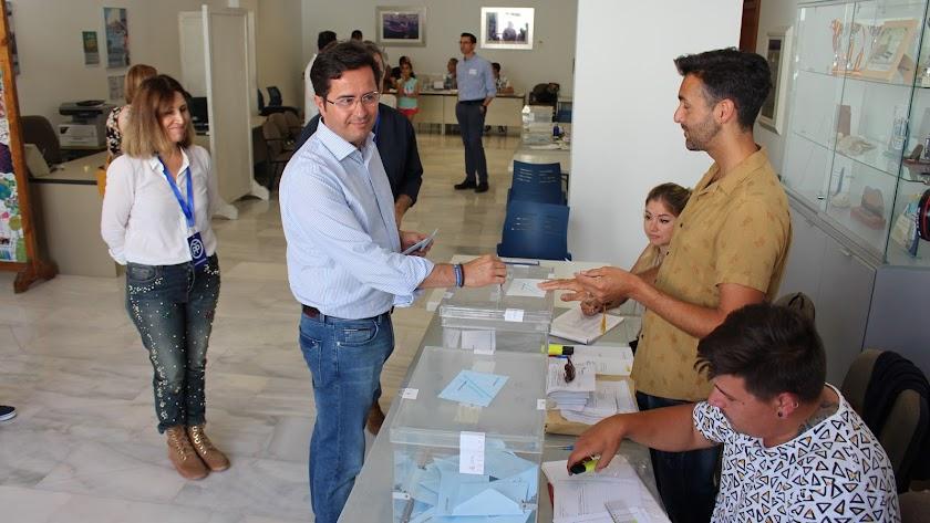 Francisco Góngora, votando el pasado 26 de mayo.