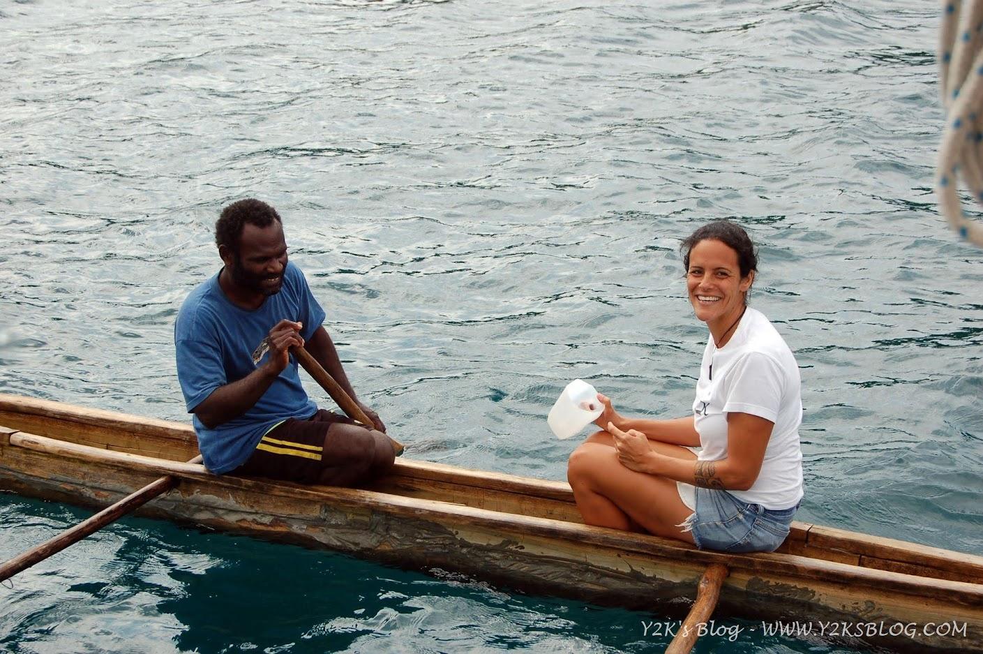 Marina se ne va a zonzo su una canoa locale - Maskelyne