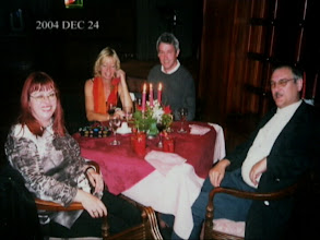 Photo: Christmas Eve 2004. Dinner at the Grand Hotel in Nuwara Eliya with Rob and Diana. Foto: An unknown waiter.