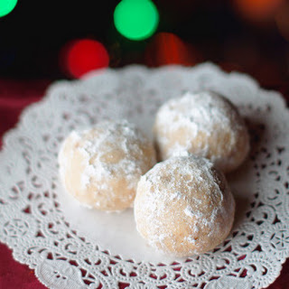 Winter family Russian Teacakes.