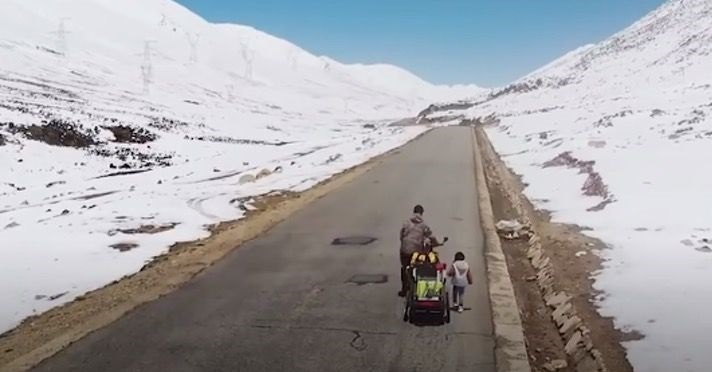 From south China to Tibet, man cycles 2,500 miles in 71 days with her four-year-old daughter