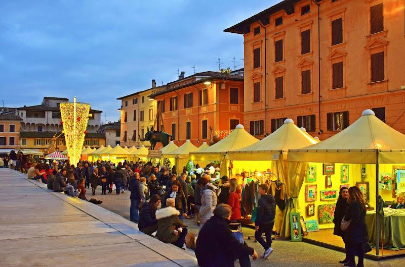 Atmosfera natalizia a Pietrasanta  di Luciano Fontebasso