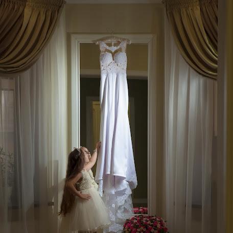 Wedding photographer Elena Sinickaya (LapaFlyMik). Photo of 16.01.2018