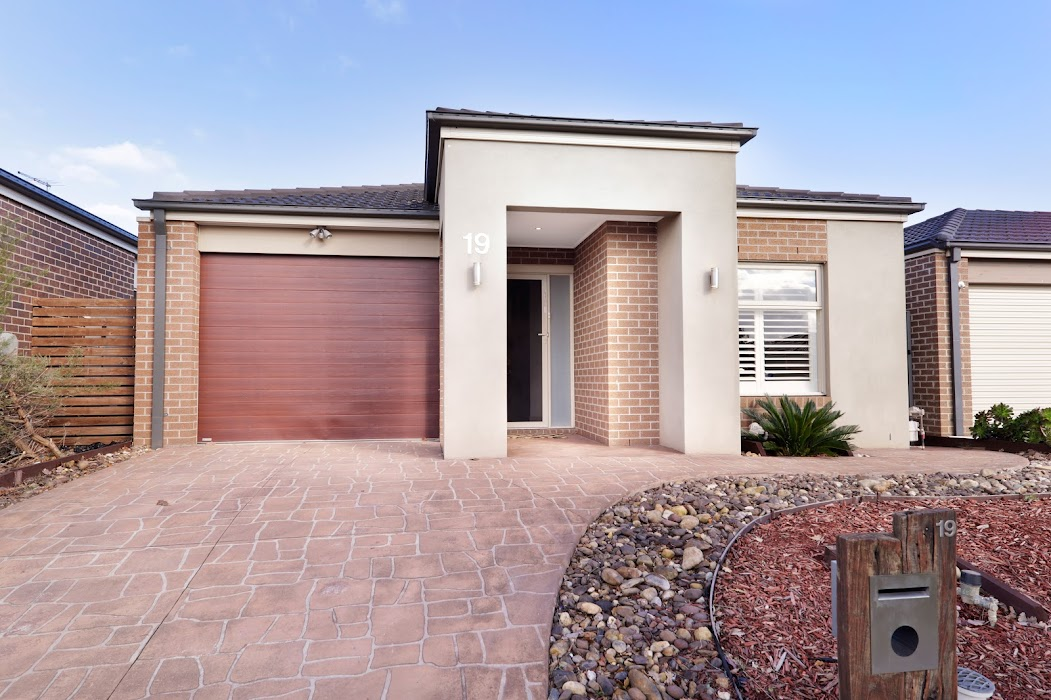 Main photo of property at 19 Chorus Way, Cranbourne East 3977
