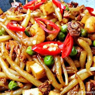 STIR-FRIED Short Rice Noodle.