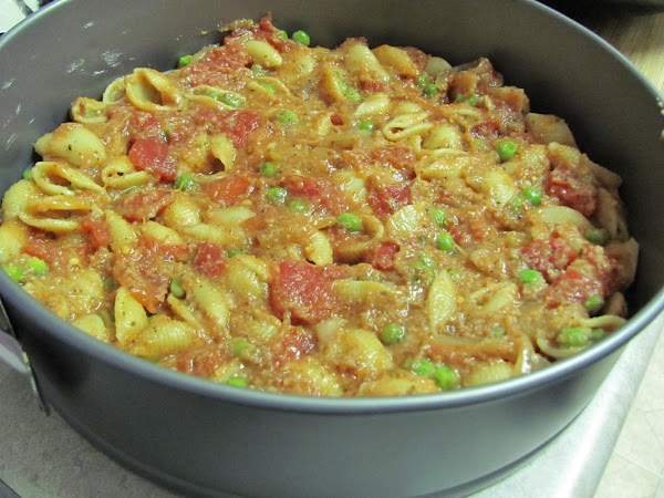 place the pasta mixture at the bottom of a dish.
