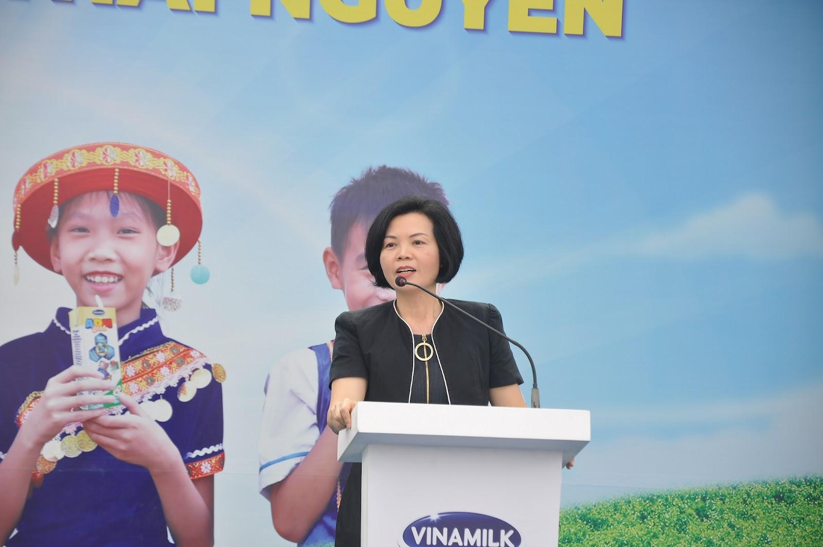 Bà Bùi Thị Hương, Giám đốc Điều hành Nhân sự - Hành chính và Đối ngoại Vinamilk khẳng định sẽ tiếp tục đồng hành cùng Quỹ sữa Vươn Cao Việt Nam để nhiều trẻ em được thụ hưởng sữa mỗi ngày.