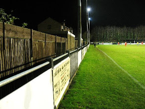 Photo: 20/12/11 v Oxhey Jets (Spartan South Midlands League Premier Div) 1-2 - contributed by Leon Gladwell