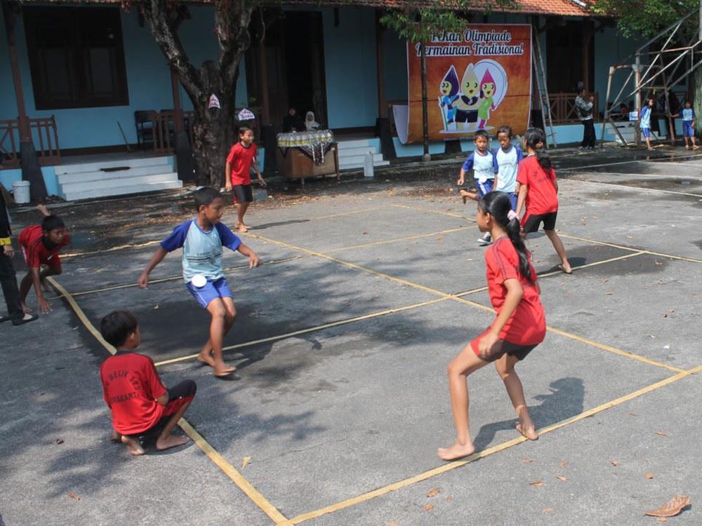 Gobak Sodor / Galah Asin / Galasin traditional game