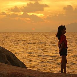 At Beach by Mulawardi Sutanto - Babies & Children Children Candids ( children, candid, kid, beach, sunset, travel, singkawang )