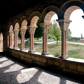 CLAUSTRO ROMANICO... by Luis Orchevecs Ferenczi - Buildings & Architecture Public & Historical