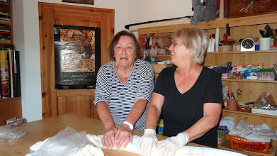 Photo: Filzen mit Gertrud und Traude am 6.8. Foto: G. Zimmer