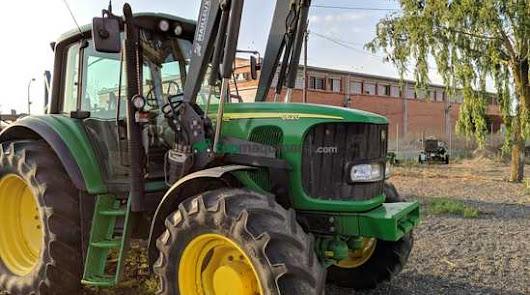 Roban un tractor en plena avenida de la Estación de Pulpí