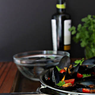 Mussels with Tomato and White Wine.