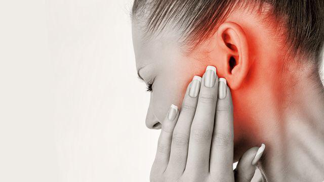 Đeo tai nghe đi ngủ, cô gái 20 tuổi bị điếc đột ngột