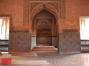 Photo: The Saadian Tombs are richly decorated with colored mosaics. Inside the mausoleum, the rooms are also beautifully decorated with brilliant domed ceilings, stalactite plaster work, intricate carving and marble pillars.
