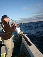"""Photo: ファーストヒットはこちらも恵丸でのエサ釣りは 初めての""""ナルカミさん""""!"""