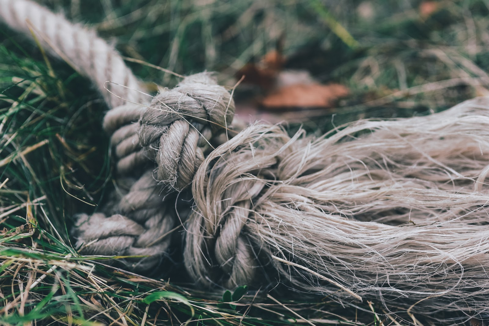 A picture of a knot that represents Aristotles 2-part Dramatic Story Plot Structure.
