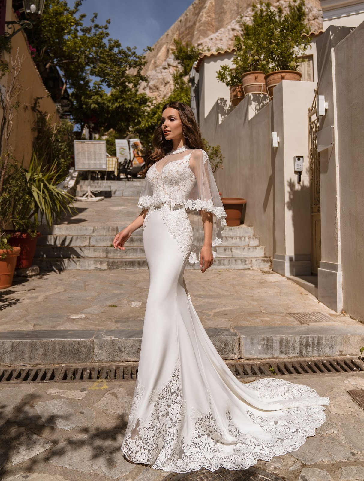 Свадебное платье с накидкой