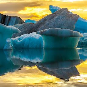 Glacier Lagoon by Páll Jökull Pétursson - Landscapes Sunsets & Sunrises ( iceberg, jökull, jakar, suðurland, sumar, lagoon, 2013, landslag, canon eos 5d mkii, landscape, hringvegurinn, ljósmyndaferð, glacier, iceland, ice, jökulsárlón, summer, ísland )