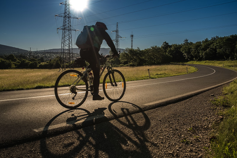 In bicicletta al mattino presto di gianmichele_arrighetti