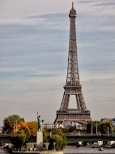 Photo: Eiffel Tower and Statue of Liberty