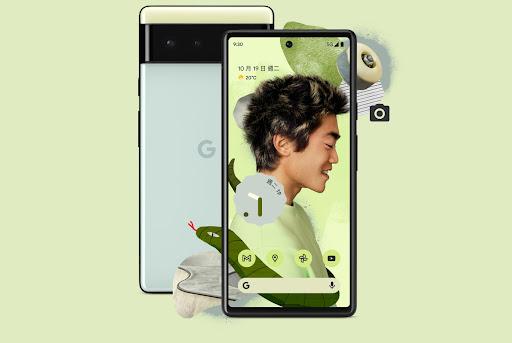 海沫色 Pixel 6 的正面照和背面照。