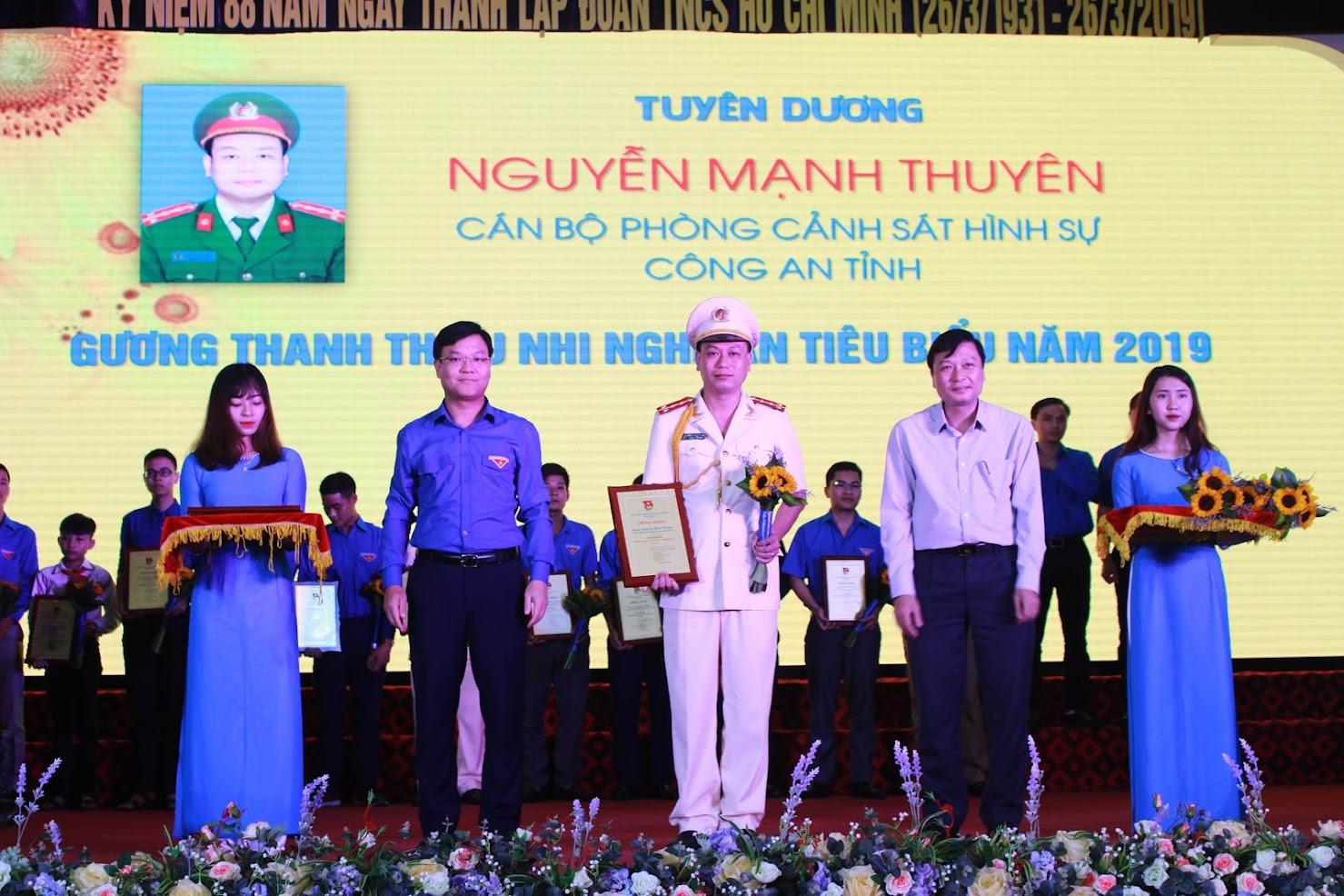 Đại úy Nguyễn Mạnh Thuyên được tuyên dương là một trong những gương mặt Thanh niên tiêu biểu năm 2018