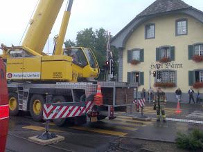 Photo: Der Strom ist ausgeschaltet und endlich beginnt die Bergung der schweren Last.