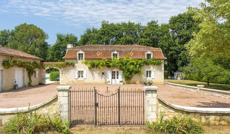Maison avec piscine Bourdeilles