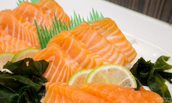 台中壽司店:阿裕壽司.美味的炙燒鮭魚、平價大花壽司外帶也方便!