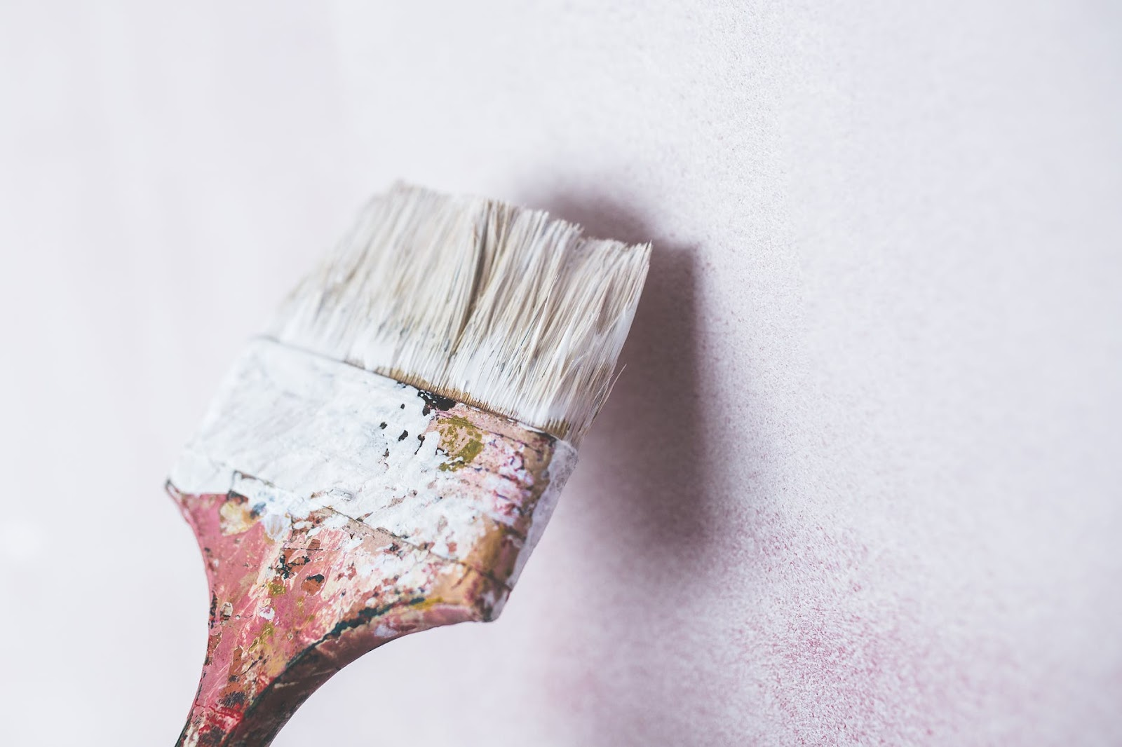 3 - PAINT COLOR HAS AN IMPACT ON MOOD.