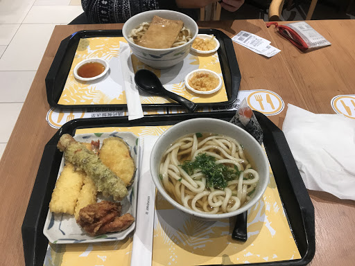 鯷魚高湯烏龍麵+豆皮烏龍麵+炸物 鯷魚湯好喝 清淡又好喝  便宜又好吃的